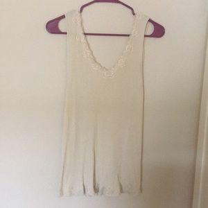 Camisole cream with lace